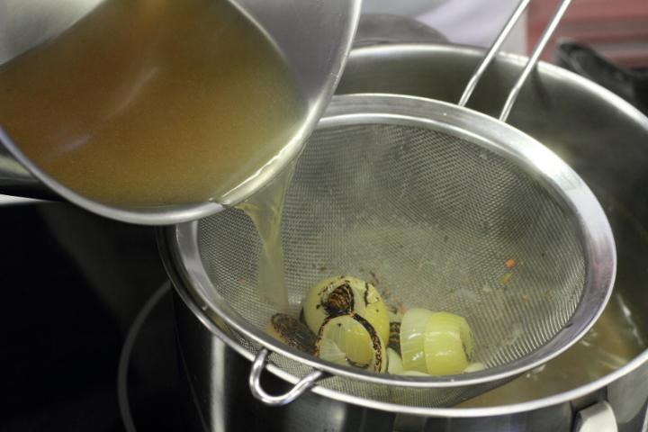 Pho leves marhahússal elkészítés 3. lépés képe