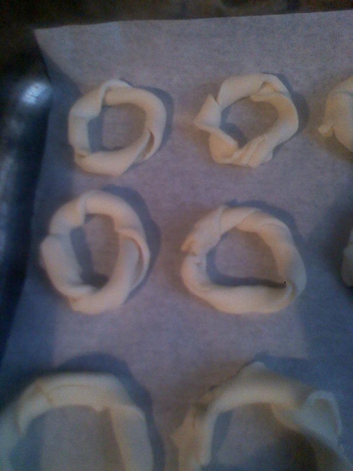 Váratlan vendég sajtos karika elkészítés 3. lépés képe