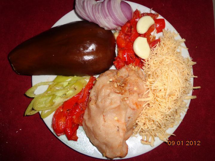 Csirke húsos besameles töltött padlizsán elkészítés 1. lépés képe