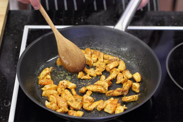 Currys csirkés szendvics elkészítés 1. lépés képe