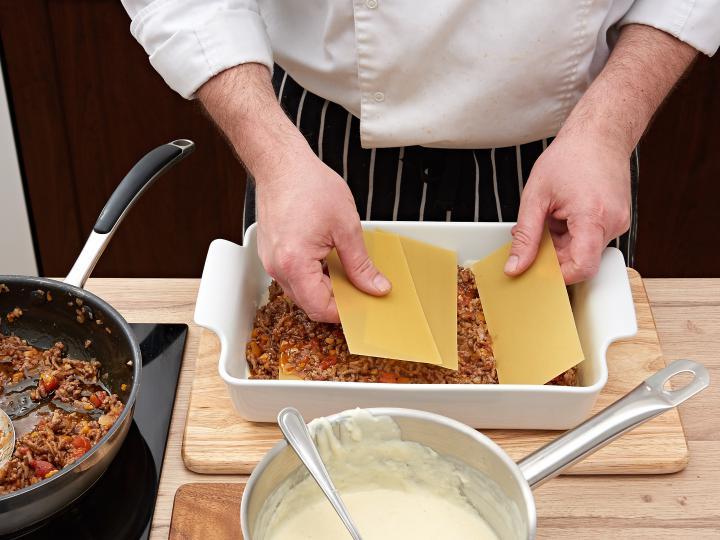 Klasszikus lasagne elkészítés 8. lépés képe