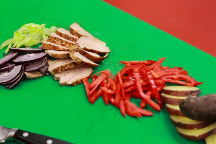 Grillezett burgonya saláta szűzpecsenyével elkészítés 5. lépés képe