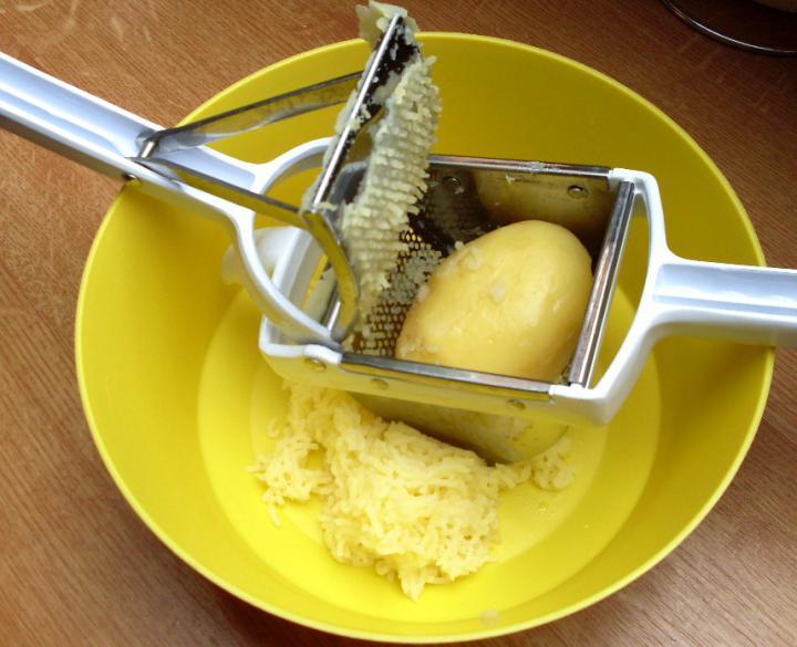 Burgonyagombóc elkészítés 2. lépés képe