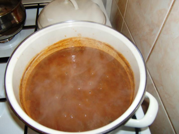 Lencsefőzelék baconbe tekert virslivel elkészítés 2. lépés képe