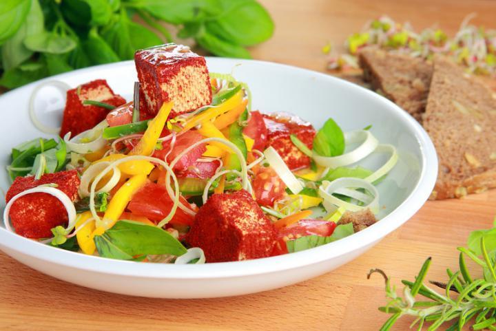 Paprikás saláta tofuval elkészítés 1. lépés képe