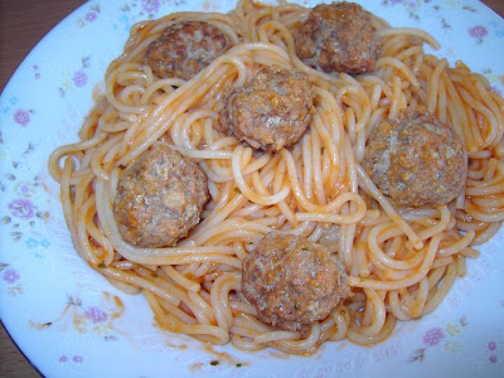 Suzy és Tekergő mesebeli spagettije húsgombócokkal elkészítés 4. lépés képe