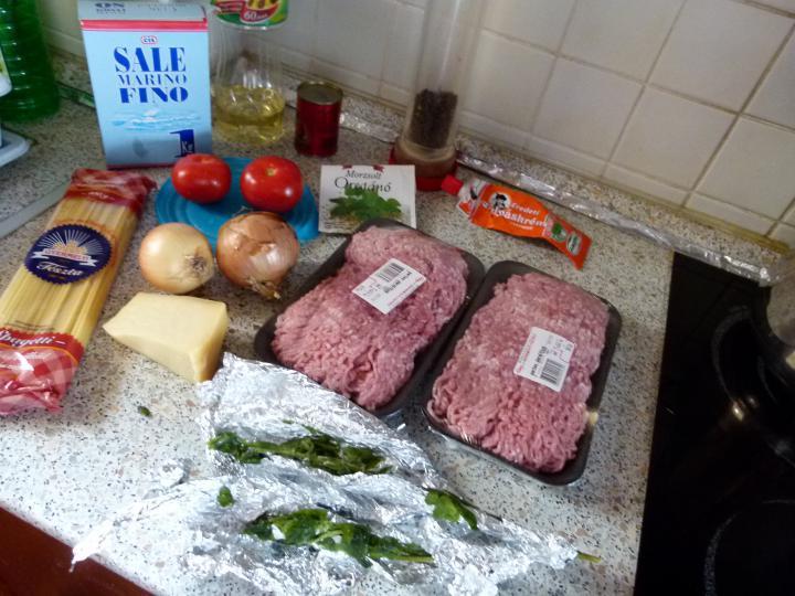 Bolognai húsos rakott spagetti elkészítés 1. lépés képe