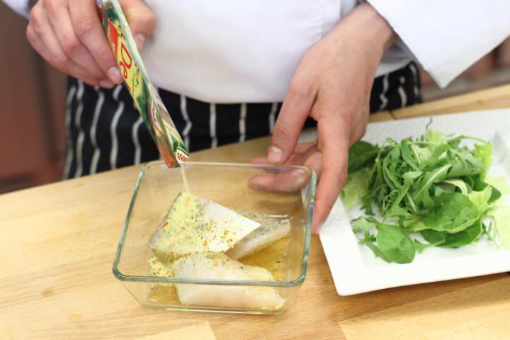 Grillezett fogas saláta elkészítés 1. lépés képe
