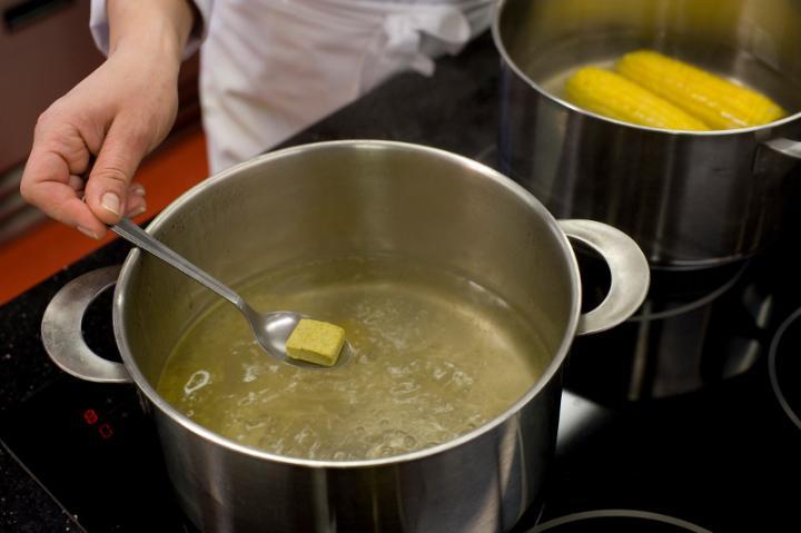 Zöldséges-kukoricás leves curryvel elkészítés 1. lépés képe