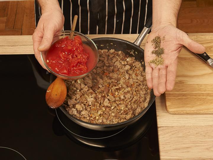 Klasszikus bolognai spagetti elkészítés 4. lépés képe