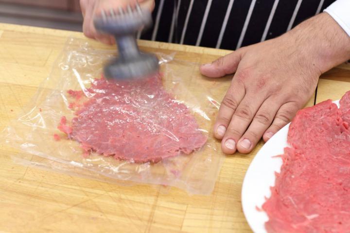Pikáns marhahús tekercsek elkészítés 1. lépés képe