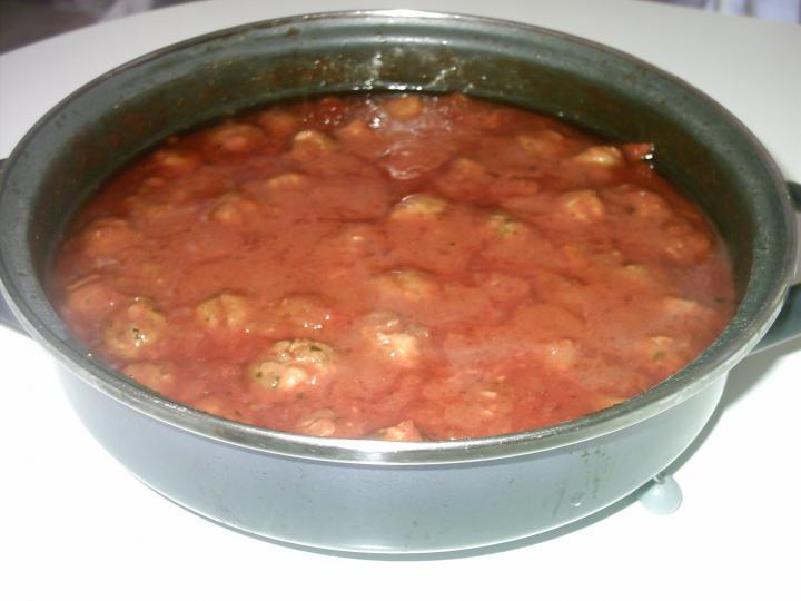 Paradicsomos spagetti húsgombóccal elkészítés 5. lépés képe