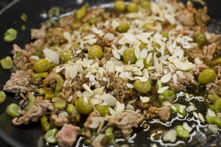 Empanada (spanyol húsos táska) elkészítés 4. lépés képe