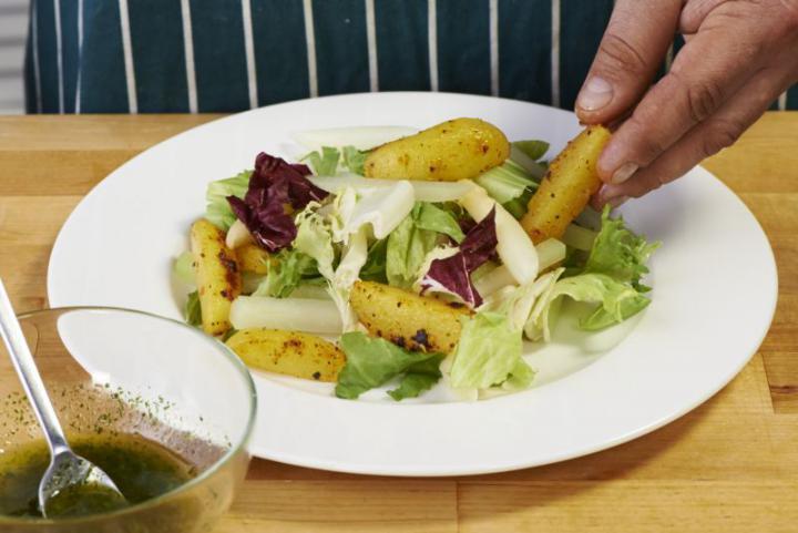 Saláta burgonyával és spárgával elkészítés 5. lépés képe