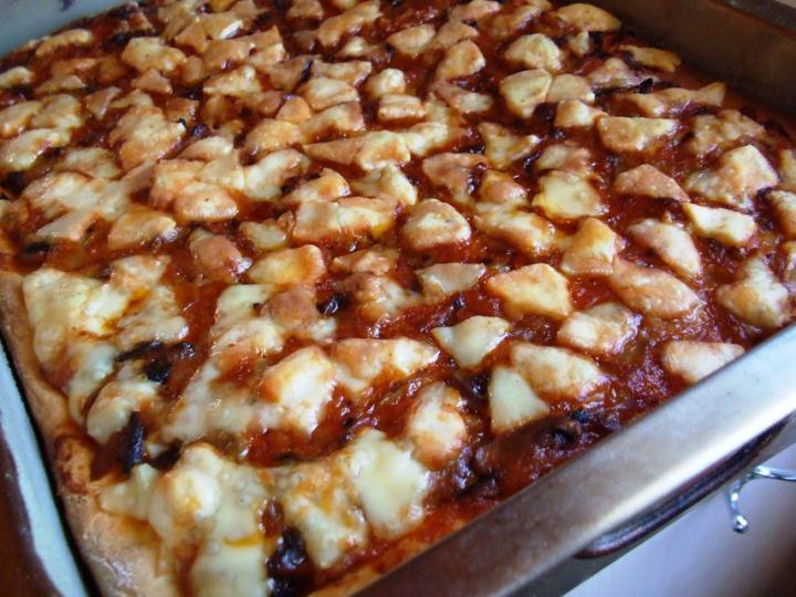 Gombás-ketchupos pizza elkészítés 7. lépés képe