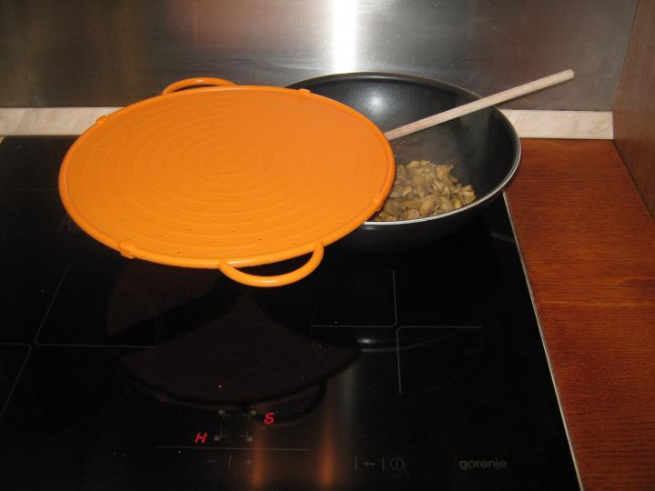 Vaddisznósült gomba mártással és gombás tésztával elkészítés 3. lépés képe
