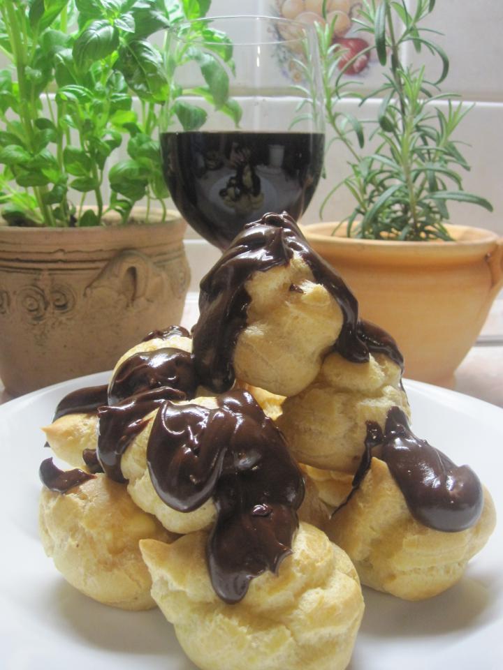 Profiterol csokoládéöntettel elkészítés 12. lépés képe