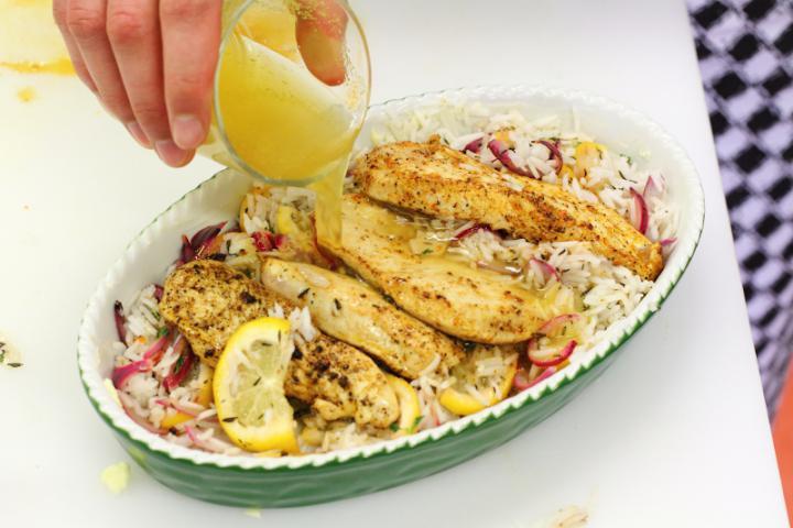 Citromos-rizses csirke tepsiben sütve elkészítés 5. lépés képe