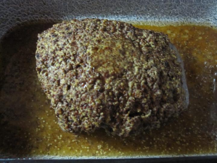Borsos-mustáros kéreggel sült marha remuládmártással elkészítés 11. lépés képe