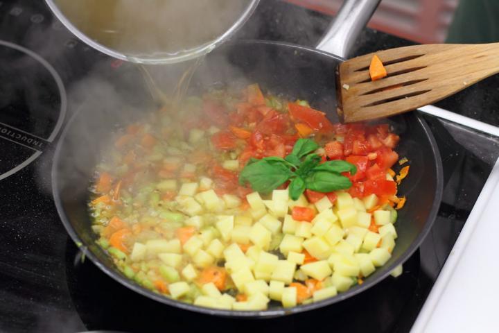 Zöldségleves pestóval - Soupe au pistou elkészítés 3. lépés képe