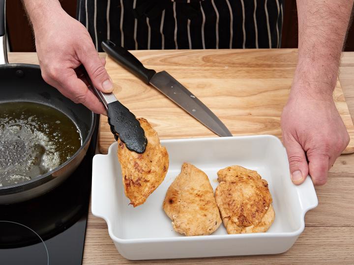 Tejszínes csirkemell sütőben elkészítés 3. lépés képe