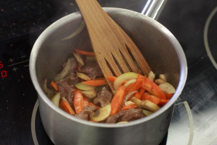 Marhahúsleves kicsit másképp elkészítés 4. lépés képe