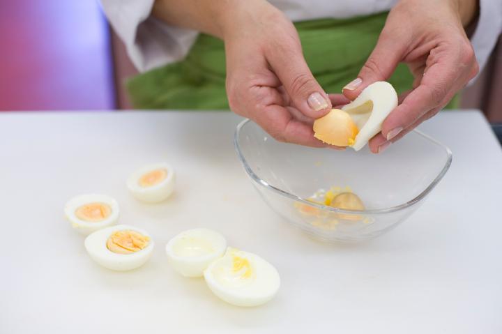 Currys-tojásos mártogatós elkészítés 1. lépés képe