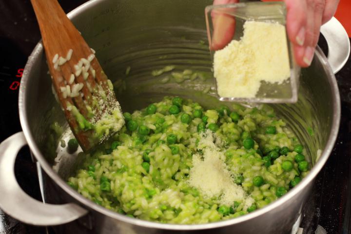 Borsós-sajtos rizottó elkészítés 6. lépés képe