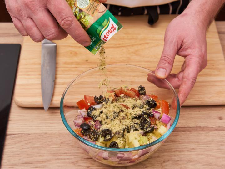 Görög saláta elkészítés 4. lépés képe