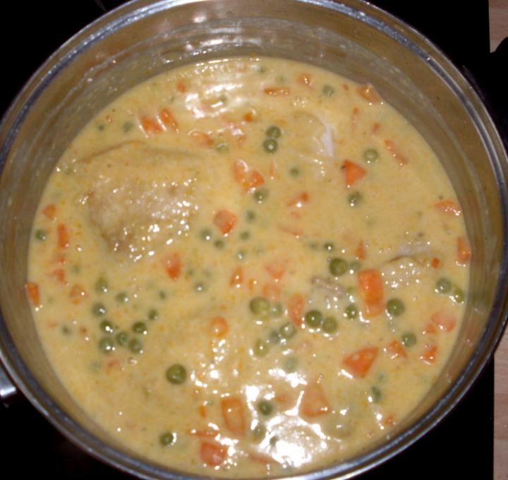 Zöldséges-tejszínes csirkecomb elkészítés 3. lépés képe