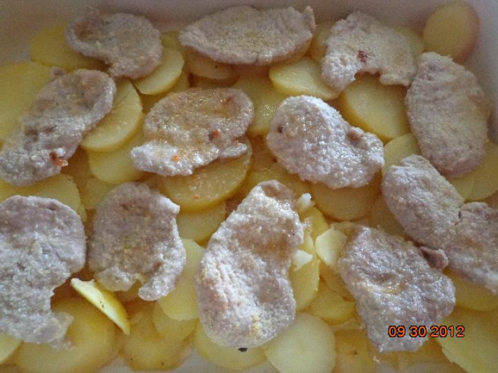 Fokhagymás sertés szűzérme, bazsalikomos burgonyával elkészítés 3. lépés képe