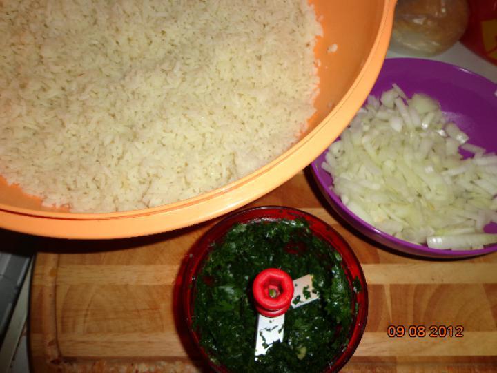 Hagymás, petrezselymes rizs elkészítés 1. lépés képe