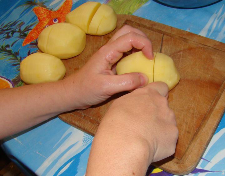 Rántott csirke, fűszeres sült burgonya sütőben sütve elkészítés 3. lépés képe