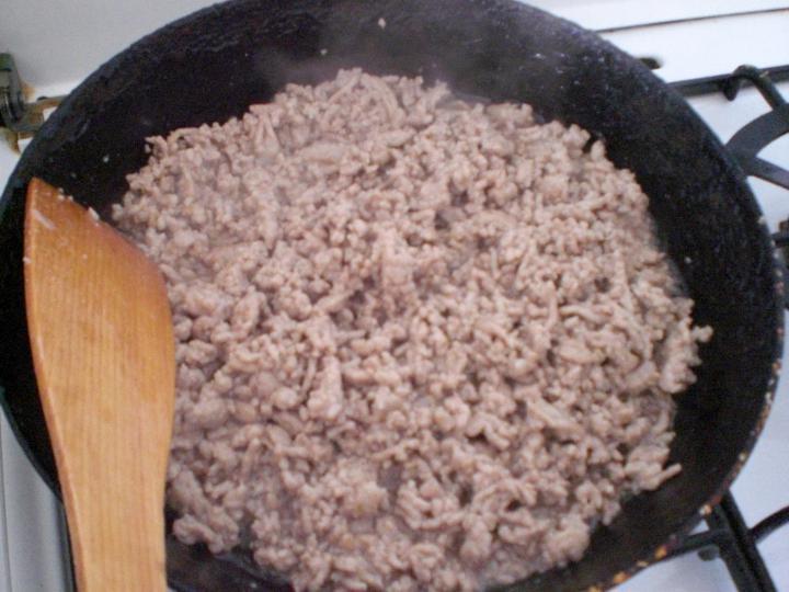Csőben sült húsos tészta elkészítés 1. lépés képe