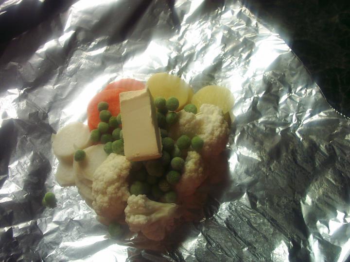 Fűszeres göngyölthús sütőben, párolt zöldségekkel elkészítés 7. lépés képe