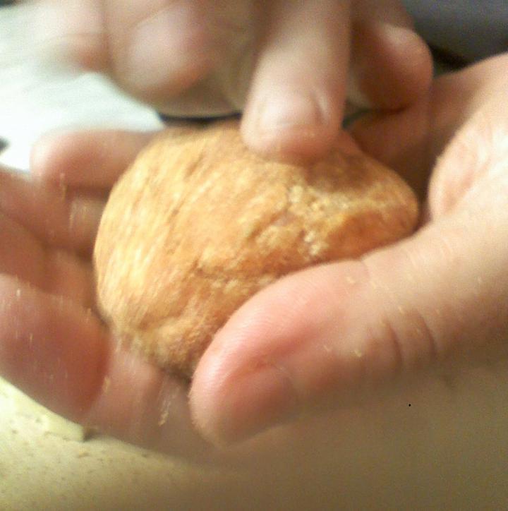 Sajttalt töltött fasírt sajtkrémes burgonyapürével elkészítés 4. lépés képe