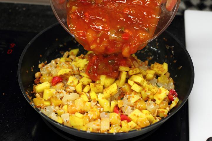 Édes-csípős rizs mangóval és kókusszal elkészítés 4. lépés képe
