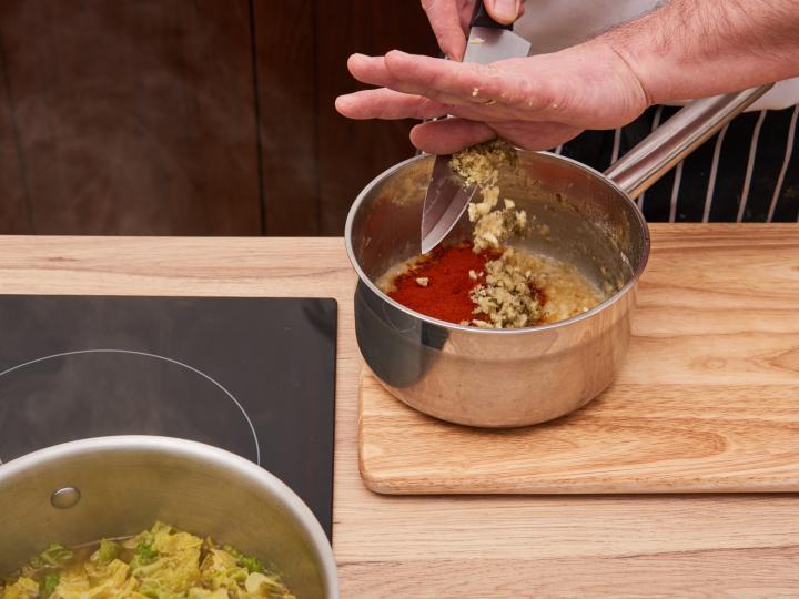 Kelkáposzta főzelék elkészítés 4. lépés képe