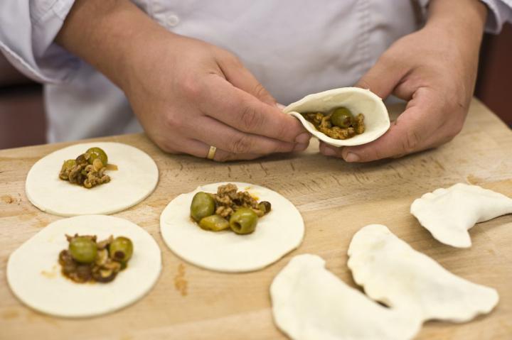 Empanada (spanyol húsos táska) elkészítés 5. lépés képe