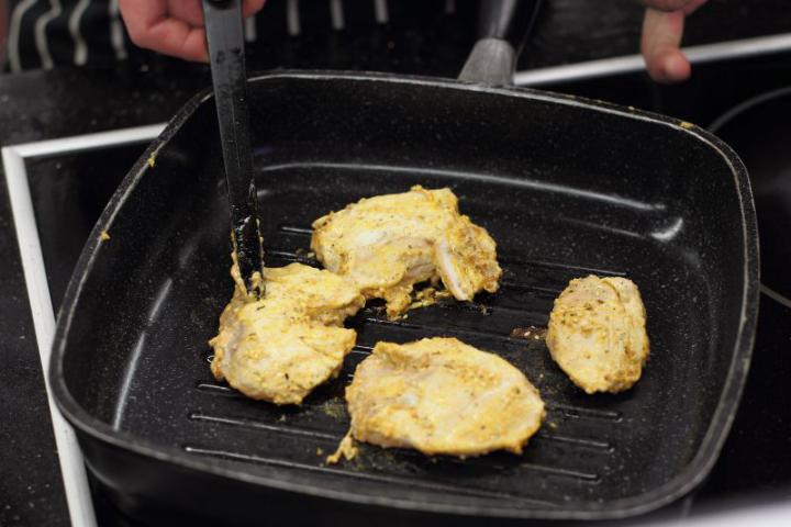 Szezámmagos grillezett csirke elkészítés 4. lépés képe