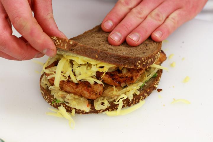 Savanyú káposztás gyros szendvics elkészítés 4. lépés képe