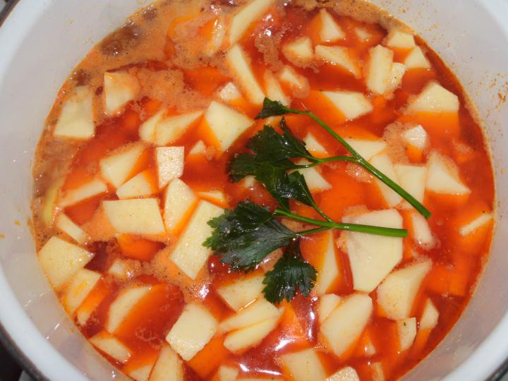 Paprikás krumpli elkészítés 3. lépés képe