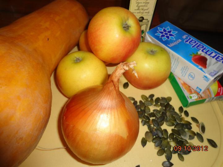 Almás sütőtök krémleves elkészítés 1. lépés képe