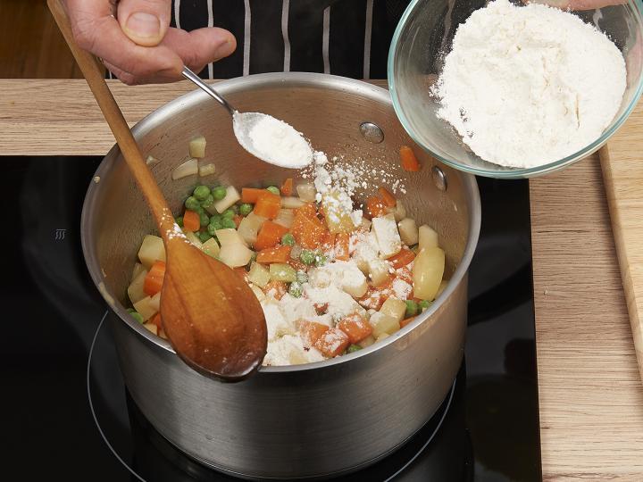 Zöldségleves elkészítés 4. lépés képe