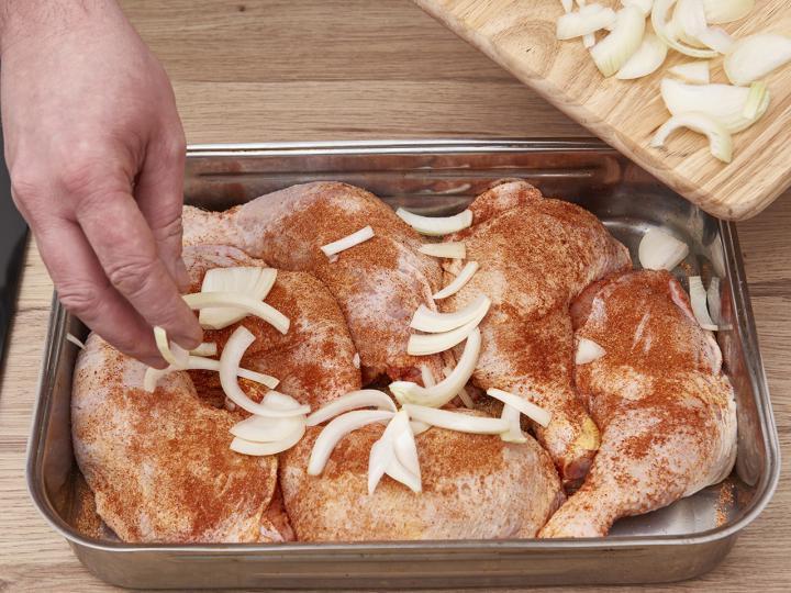 Sült csirkecomb rizi-bizivel elkészítés 3. lépés képe