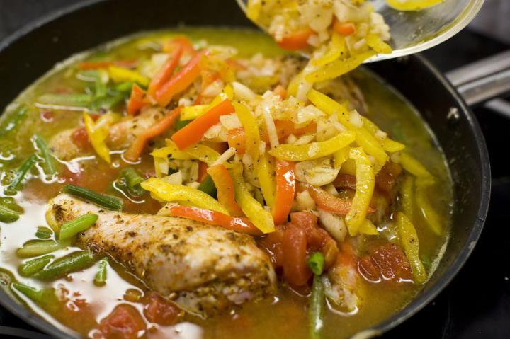 Csirkés paella elkészítés 4. lépés képe