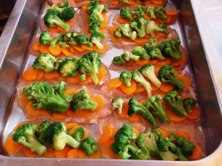 Répás-brokkolis csirkemell sajtos szósz alatt sütve elkészítés 4. lépés képe