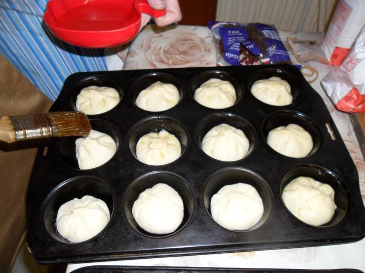 Túrós batyu muffin formában elkészítés 6. lépés képe
