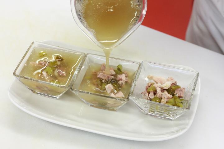 Kocsonya savanyú uborkával és majonézzel elkészítés 5. lépés képe