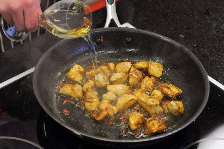 Exotikus  csirkeragu banánnal elkészítés 2. lépés képe